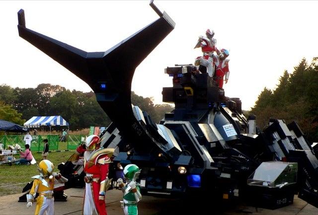 El gigantesco escarabajo-robot de 17 toneladas que fascina a Japón