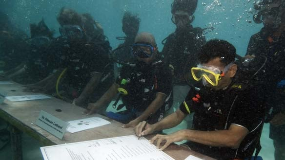 Maldives Government Meets Underwater to Show Effects of Global Warming
