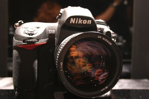 Nikon D90 and D3x DSLRs Dropping in June?