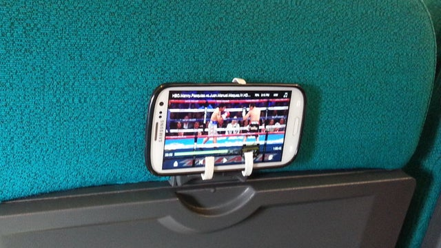 Turn a Barf Bag into an Airplane Smartphone Mount
