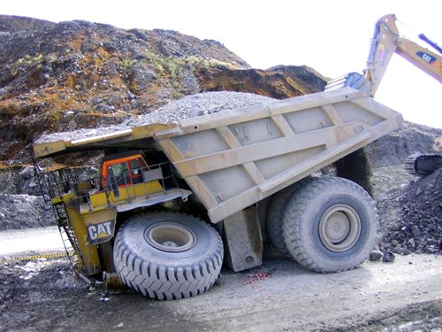 FAIL: When A 400 Ton-Haul Truck Tries To Carry 600 Tons