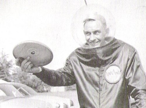Inventor of Frisbee Dies at 90
