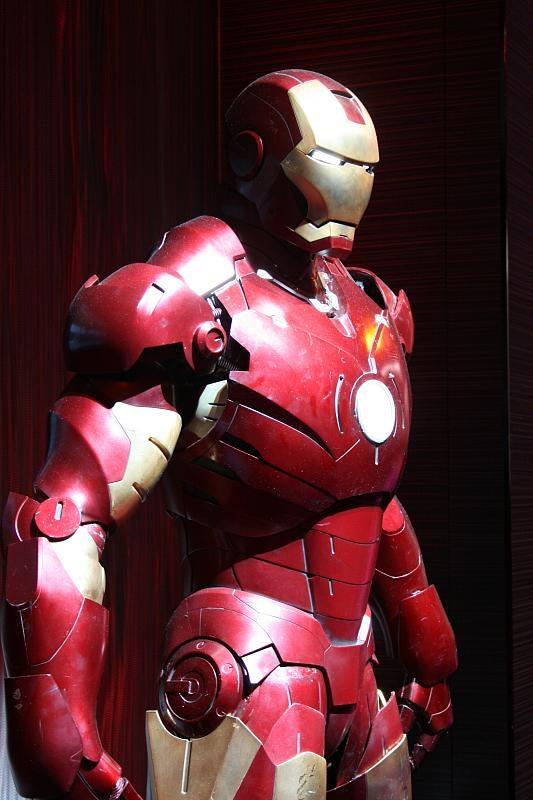 Life-Size Iron Man Guards LG Booth: Tony Stark Loves LG?