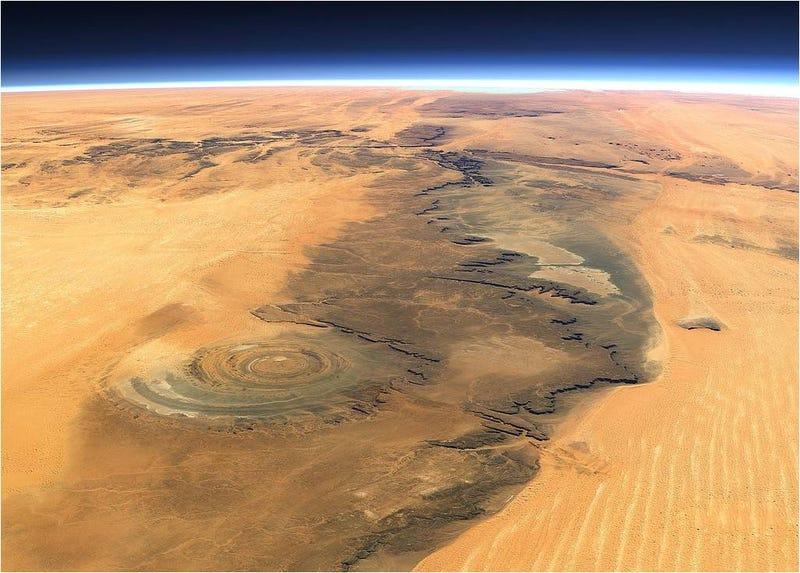 """El fascinante """"ojo del Sahara"""" visto desde el espacio"""