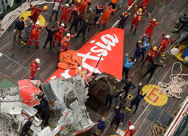 AirAsia Jet's Tail Lifted from Sea Floor, Black Box Still Missing