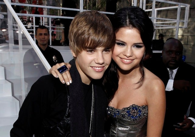 Selena Gomez Removes Purity Ring, Horrifying Parents & Bieber Fans