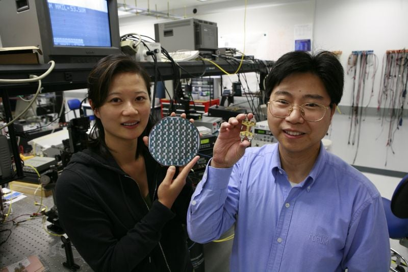 Intel Silicon Optical Modulator Hits 40Gbps (In Bed)