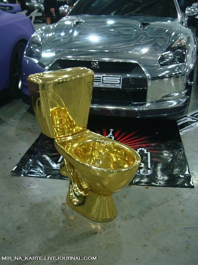 Moscow Tuning Show out-awesomes Shanghai, New York with golden toilet
