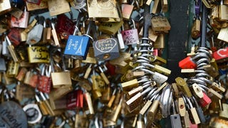 Paris Says Goodbye to Your Annoying and Dangerous Love Locks