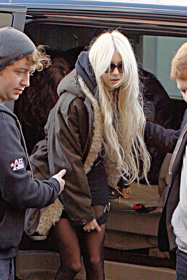 Taylor Momsen Desperately Tries To Keep It Together