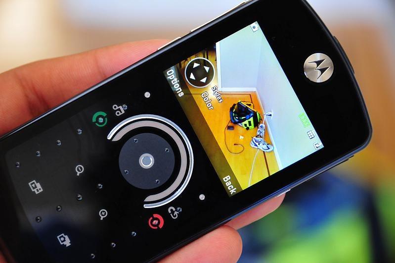 Lightning Review: Motorola ROKR E8 Music Phone
