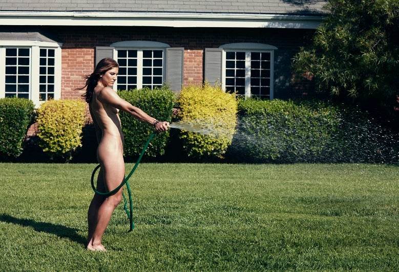 CORRECTION: It's Hope Solo Butt-Naked Watering The Lawn In ESPN The Nudie
