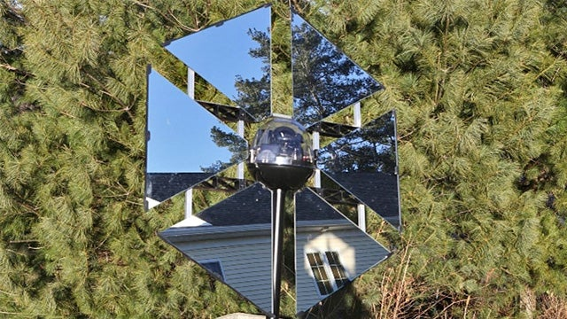 Redirect the Sun's Rays With This Solar-Powered Self-Controlled Mirror