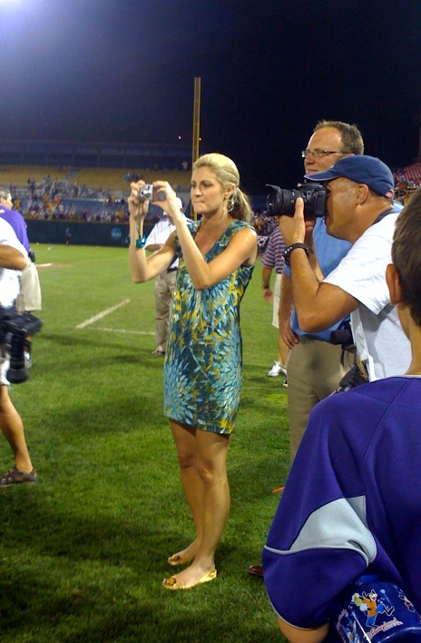 Erin Andrews Digs The Taco Bar And Other Things