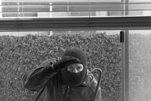 Man Uses iPhone to Watch Live Video of His Home Being Burglarized