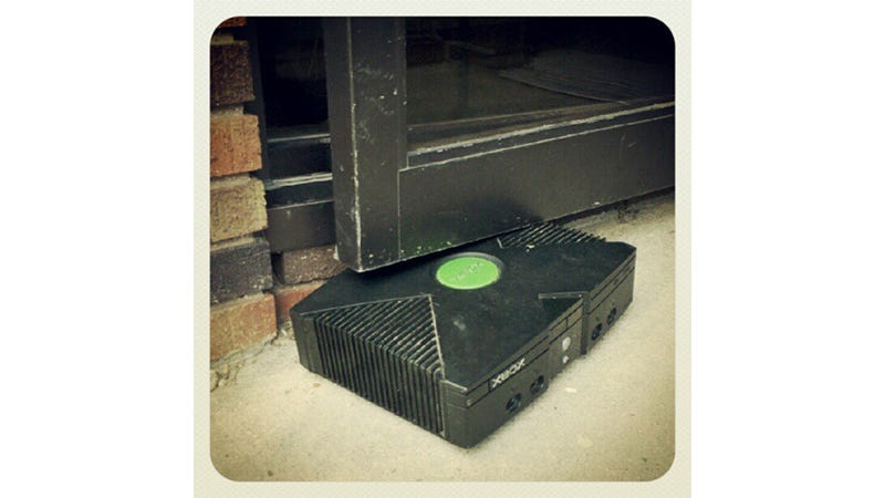 This Poor Old Xbox Has Seen Better Days