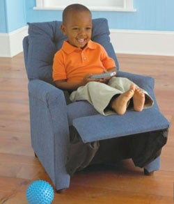 Jcpenney 39 s toddler 39 s recliner chair lets your kid kick back for Toddler lounge chair