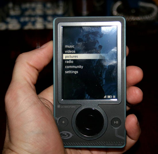 First Pics of the Zune Halo 3 Special Edition