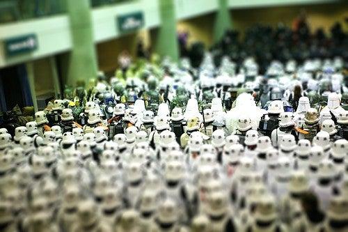 Star Wars Tilt-Shift Photos Convert Fanboys Into Their Beloved Action Figures