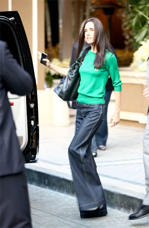 Jennifer Connelly Loves Sleek Style, Cell Phone