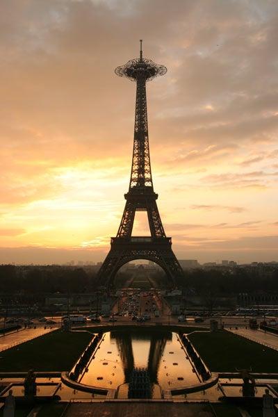 Eiffel Tower Getting Huge Observation Deck Made of Kevlar Webbing
