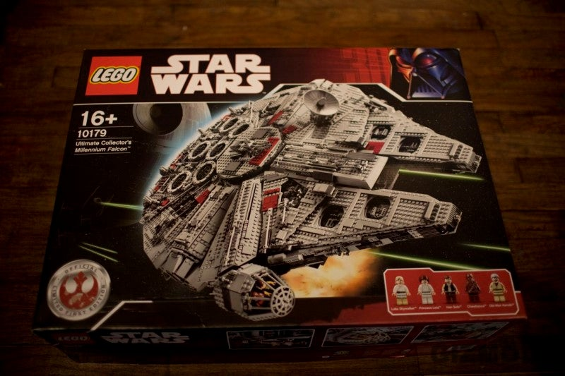 LEGO's Ultimate Collectors Millennium Falcon Unboxed, Now Shipping with 4-pound Manual