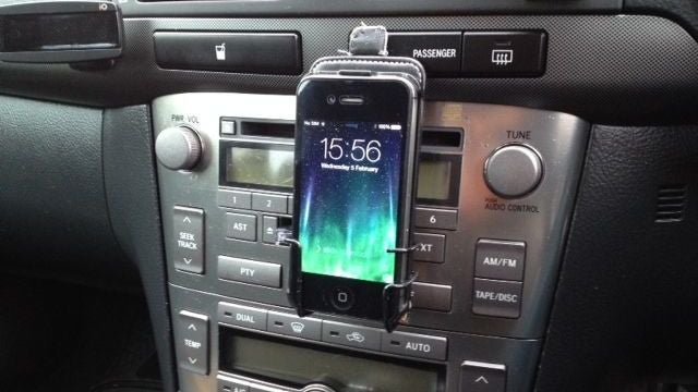 Build a Smartphone Holder Into an Old Cassette Deck with a Coat Hanger