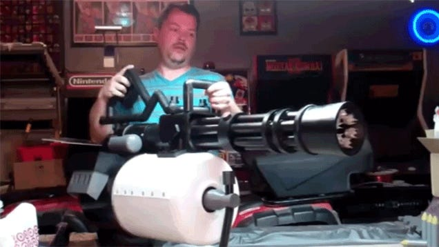 Motorized Team Fortress Minigun Replica Is Every Cosplayer's Dream