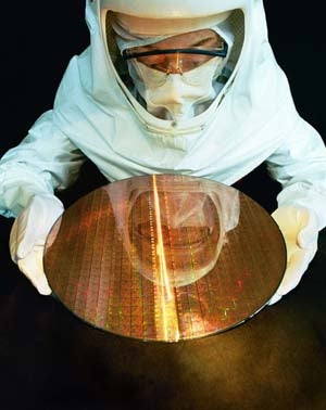 Intel Plans Move From 45nm to 32nm Chips