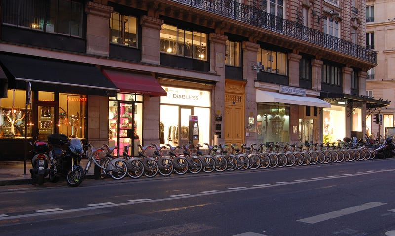Paris Does Bike Sharing Better Than Your Lousy City