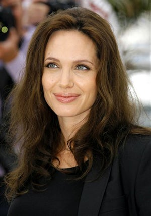 Angelina Jolie In Negotiations To Replace Tom Cruise In Spy Flick