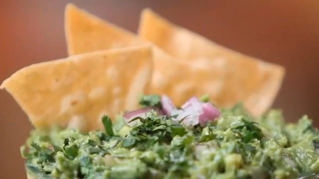 Make Spicy, Delicious Chipotle-Style Guacamole at Home