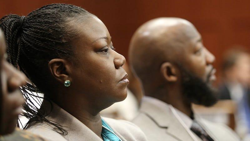"Trayvon Martin's Mother Testifies: ""I Heard My Son Screaming"""