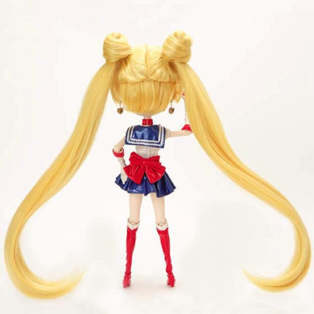 That's One Giant Sailor Moon Head