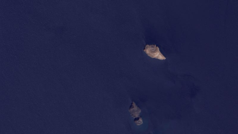 Before and After: New Island Appears In The Red Sea Almost Overnight