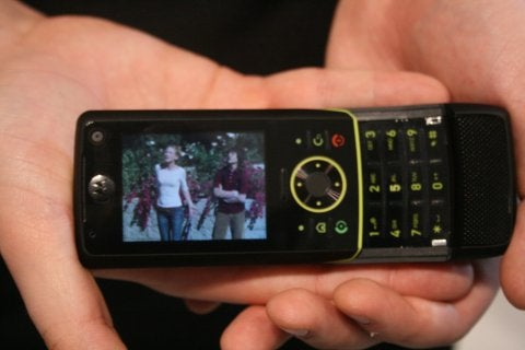 3GSM 2007: I Heart Motorola's Z8 Banana-Slider and Q9 Smartphone