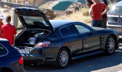 2010 Porsche Panamera Caught With Its Hatch Open