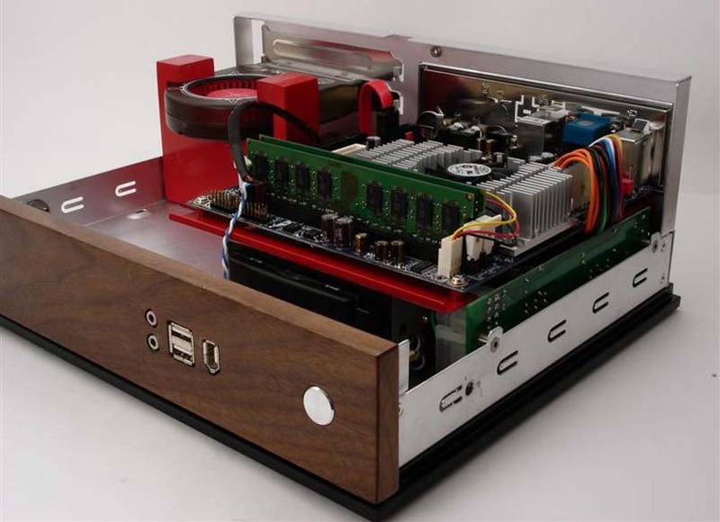 Beautiful Walnut Radio Is Actually Artful PC Casemod