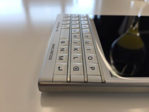 Probamos la BlackBerry Passport: hay mejores formas de resucitar