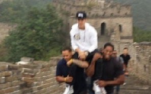 Justin Bieber Orders Bodyguards to Carry Him Up China's Great Wall