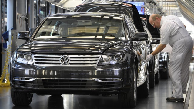 VW Phaeton Returns, Acura NSX Comes To Detroit, And France Rescues Peugeot