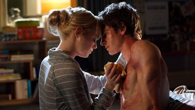 Let's Check Out The Official Shots Of Andrew Garfield & Emma Stone In The New Spider-Man Movie