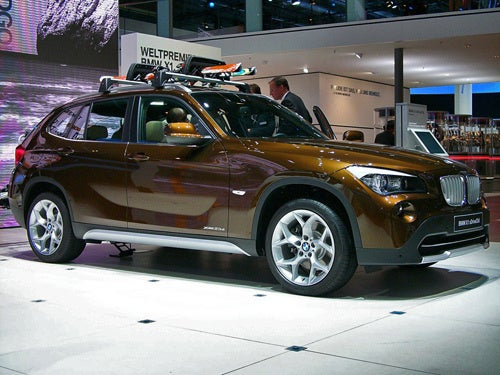 BMW X1 Debuts With Abundant Skiing Tchotchkes