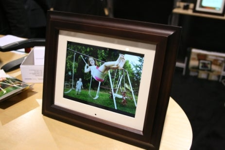 20 Million Digital Photo Frames to be Sold to 20 Million Tacky Idiots in 2008