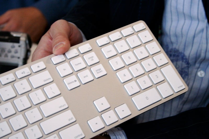 New Apple iMac and Keyboard Gallery: Slim, Glass, Metal and Super Grope-Worthy [UPDATED]