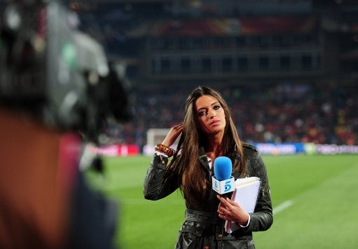 Hey Sara Carbonero! Stay Away From Cristiano Ronaldo!