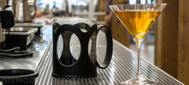 This Vacuum Brewer Infuses Your Tea (or Booze) With Almost Anything