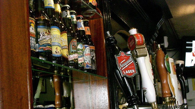 Beer on Tap or in a Bottle? How to Order the Best Beer