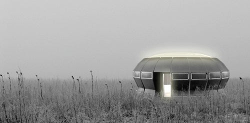 UFO-Shaped Podhouse Warms You With Rotting Garbage