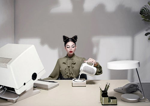 Secretary Cat is A Purr-fect Employee